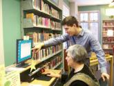 Image: A library staff member helps a visitor craft an e-mail
