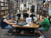 A group of visitors use the Smithville Public Library computers